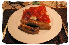 """Mieliepap, boerewors en sous"""" maize porridge, sausage and sauce, a favourite with all South Africans - South Africa's Traditional African Food<br> Vegan Quesadilla, Texas Chili, South African Dishes, South African Recipes, Tasty Dishes, Food Dishes, Main Dishes, Farmer Sausage, Pasta Sauce"""