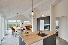 Miete Luxushaus 514 in Mathildevej 10, Gronhoj Danish Interior Design, Kitchen Island, Home Decor, Double Room, Room Layouts, Lounge Seating, Cottage House, Luxury, Island Kitchen