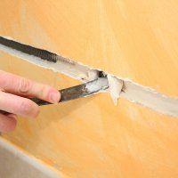 Faire une saignée dans un mur : http://www.maisonentravaux.fr/electricite/installation-electrique/faire-saignee-mur/