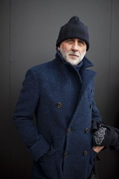 Try pairing a navy pea coat with a navy wool turtleneck if you seek to look stylish without too much effort. Look Fashion, Fashion News, Winter Fashion, Mens Fashion, Fashion Sale, Fashion Outlet, Paris Fashion, Runway Fashion, Gentleman Mode