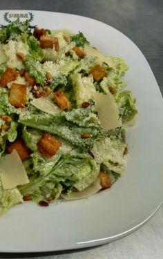 Caesars Salad, Dips, Lunch To Go, Greek Salad, Salad Bar, Cold Meals, Appetisers, Veggie Dishes, Greek Recipes
