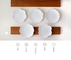 kotohana 立葵 ✿ 日日草 ✿ 天竺牡丹 ✿ 黃梅 ✿ 福寿草 Pottery Plates, Ceramic Plates, Porcelain Ceramics, Ceramic Art, Diy Projects To Try, Craft Projects, Japan Crafts, Clay Studio, Poster Layout