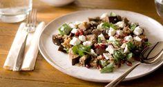 Aubergine salade met geitenkaas en quinoa