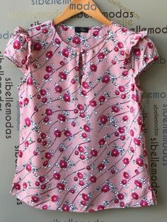 TAMANHO P TAMANHO M TAMANHO G 38 BUSTO 92 CM LARGURA 46 CM COMPRIMENTO 56 CM 40 BUSTO 96 CM LARGURA 48 CM COMPRIMENTO 57 CM 42 Kurti Neck Designs, Blouse Designs, Myanmar Traditional Dress, Frock Fashion, Business Casual Attire, Pink Outfits, Work Blouse, Baby Girl Dresses, Blouse Styles