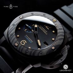 How gorgeous is this shot of the Panerai PAM 616 Submersible Carbontech. It's even more amazing given it was taken live at SIHH, not in a studio!
