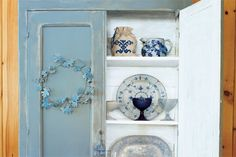 Simple step-by-steps for faux-aging painted wood furniture. | Photo: Wendell T. Webber | thisoldhouse.com