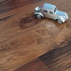 Maxi offers a wide range of high-quality engineered wood floors with class and durability. The engineered wood floors are constructed with multiple layers of timber glued together to provide excellent dimensional stability and strength. The single planks come in different colours.
