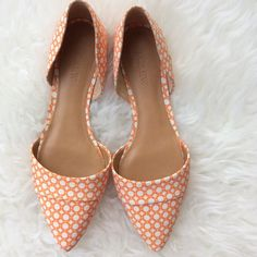 ✨HP✨ J. Crew Orange D'Orsay Flats New without box J. Crew D'Orsay Flats in orange and white circles. Size 7.5. No trades, offers always welcome. Fits true to size. J. Crew Shoes Flats & Loafers