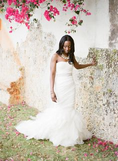 A roundup of the most amazing Vera Wang wedding dresses worn by real brides on Style Me Pretty. From classic to eclectic, every gown is sure to inspire. Wedding Pics, Wedding Styles, Dream Wedding, Wedding Ideas, Wedding Decor, Wedding Planning, Beautiful Bride, Beautiful Dresses, Bridal Gowns