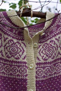 Love this colour, find a pattern Fair Isle Knitting, Knitting Yarn, Hand Knitting, Knitting Patterns, Etnic Pattern, Norwegian Knitting, Hand Knitted Sweaters, Yarn Shop, Knitting Accessories
