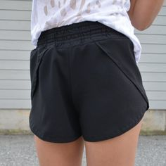 A detailed tutorial to making the perfect pair of festival shorts!