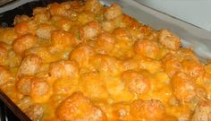 No Meat Tatter Tot Casserole - Rich-tasting comfort food thats easy and yummy! I like to have a salad and a piece of bread and I call it dinner! Serve as a side dish or a vegetarian entree! Tator Tot Casserole Recipe, Tater Tot Recipes, Breakfast Casserole, Casserole Recipes, Cheeseburger Casserole, Hamburger Recipes, Potato Recipes, Cheesy Tater Tots, Veggie Food