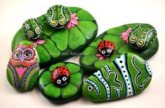 beautifuly stones painting by Sehnaz Bac Pebble Painting, Dot Painting, Pebble Art, Stone Painting, Stone Crafts, Rock Crafts, Hobbies And Crafts, Arts And Crafts, Hand Painted Rocks