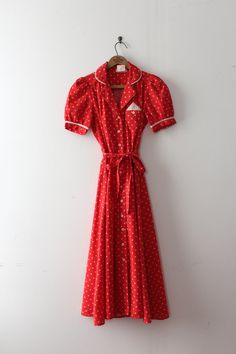 Adorable novelty star dress from the 1970s in a late 1930s / early 40s style!