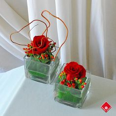 Single rose; hypericum berries and curly willow in cubes - easy party idea