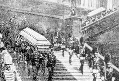 100 Jahre 1. Weltkrieg: Die Särge wurden wenige Tage später nach Wien transportiert. Mehr dazu hier: http://www.nachrichten.at/nachrichten/politik/erster-weltkrieg/Auf-zwei-Schuesse-folgte-ein-Weltkrieg;art155459,1425607 (Bild: OÖN)