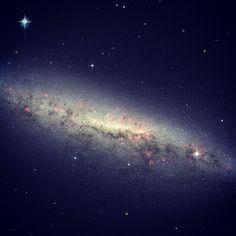 Imagen tomada por la NASA, muestra la galaxia NGC 7090, afirma que es una galaxia llena de #estrellas jóvenes #instagramMILENIO Foto: NASA
