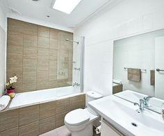Moderne Fliesen Badezimmer Creme-braun-florale-motive | Badezimmer ... Badezimmerfliesen Creme