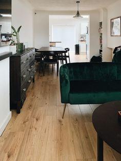 Cómo hacer limpiador de suelos casero Interior Design Tips, Interior Design Inspiration, Living Furniture, Diy Furniture, Muebles Living, Living Vintage, House Rooms, Home Decor Accessories, Home Living Room