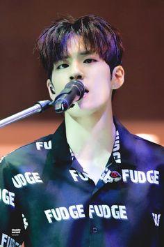 Pop Rock Bands, Cool Bands, Park Sung Jin, Kim Wonpil, Bob The Builder, I Still Love Him, Piano Man, Pin Pics, Kpop Guys
