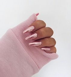 chrome nails Shared by r. Find images and videos about fashion, nails and image on We Heart It - the app to get lost in what you love. Pink Chrome Nails, Blush Nails, Metallic Nails, Cute Acrylic Nails, Metallic Pink, Stylish Nails, Trendy Nails, Nails Ideias, Hair And Nails
