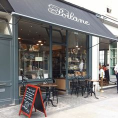 @flora_bianco @Poilâne Elizabeth Street, Belgravia *⑅୨୧* Poilane on Elizabeth ST. has outside tables now. I used to walk home eating their croissant so this is a nice change! . . #poilane #london #elizabethstreet #belgravia #bakery #goodaddress #boulangerie #cafe #cafeinlondon #londoncafe