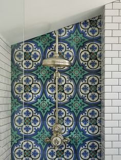 Tiles that look like they were made in the ancient streets of Portugal. This tiles are seen all over Portugal. Brightly colored and utilitarian in design. Victorian Homes, Victorian Terrace House, Victorian Bedroom, Victorian Bathroom, Cheap Living Room Sets, Bathroom Decor, Terrace House, Victorian Tiles, Victorian