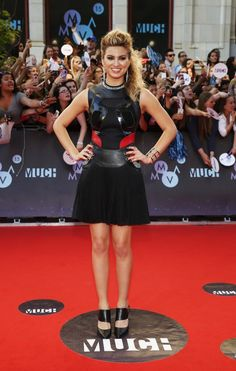 See Hailee Steinfeld, Carly Rae Jepsen, Gigi Hadid and more on the MMVAs red carpet Celebrity Red Carpet, Celebrity Style, Pocahontas And John Smith, Tori Kelly, Beautiful Female Celebrities, Nice Dresses, Formal Dresses, Beauty Magazine, Red Carpet Fashion