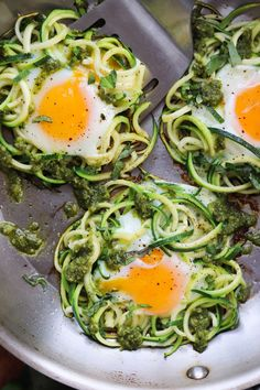 Pesto, Spiralized Zucchini & Egg Skillet (Low Carb) - Cook At Home Mom Vegetarian Recipes, Cooking Recipes, Healthy Recipes, Cooking Steak, Delicious Breakfast Recipes, Dinner Recipes, Egg Recipes For Breakfast, Egg Skillet, Breakfast Skillet