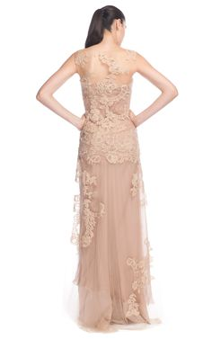 Alberta Ferretti nude evening gown, is just.......perfect. An amazing dress will make everyone in the room stop to graze.