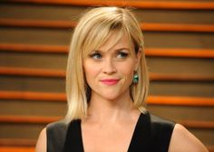 Reese Witherspoon is looking gorgeous with her long bob and side Square Face Hairstyles, Hairstyles For Round Faces, Heart Shaped Face Hairstyles, Medium Hair Styles, Short Hair Styles, Plait Styles, Hair Medium, Side Bangs With Medium Hair, Layered Haircuts For Medium Hair Round Face