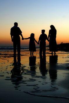 www.memorylaneportraits.com ?instanceId=3&pageBuilderWidgetId=302089&page=302089&load=imgFull&idx=28&referrer=beach-portraits&ms=1499293049328&
