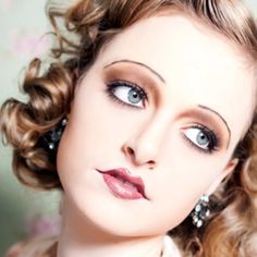 Flapper Look Vintage Makeup 1920 Makeup, Flapper Makeup, Vintage Makeup, Vintage Beauty, 1920s Hair, 1920s Flapper, Flapper Style, Gatsby Hair, 20s Style