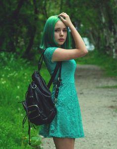 808x1024, 113 Kb / девушка, зеленое, платье, волосы