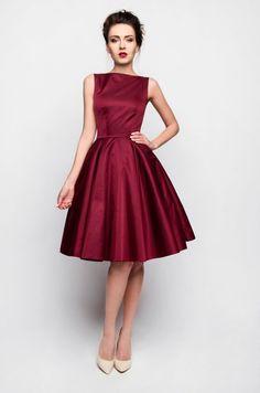 7789c656c0 Burgundowa rozkloszowana sukienka Szyjemy Sukienki 640 zł Stroje Na  Imprezę