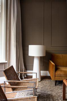 Dark Brown Walls, Beige Walls, Dark Beige, Living Room Goals, Living Room Decor, Luxury Interior, Interior Design, Beige Living Rooms, Turbulence Deco