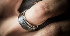 Un anillo de bodas inspirado en objetivos, perfecto para enamorados (también) de la fotografía
