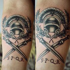 roman helmet and sword Daisy Flower Tattoos, Flower Tattoo Designs, Rose Tattoos, Tattoo Designs Men, Body Art Tattoos, Tatoos, Spqr Tattoo, I Tattoo, Rose Tattoo Meaning