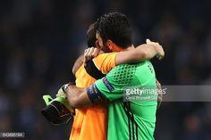 Fotografía de noticias : Gianluigi Buffon of Juventus and Iker Casillas of...