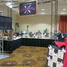 Silent auction display with 2 tiers for tight areas #SilentAuctionDisplay