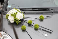 Composition florale pour la voiture des mariés
