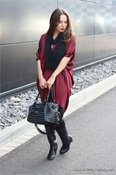Satinkleid downstylen - so geht's | http://www.a-little-fashion.com/fashion/satin-kleid-herbst-winter-outfit-elegant-cozy