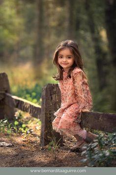 Cute Little Baby Girl, Little Girl Photos, Cute Kids Pics, Cute Baby Girl Pictures, Baby Girl Photos, Beautiful Little Girls, Beautiful Children, Little Girl Photography, Cute Babies Photography