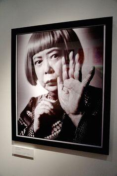 ベンジャミン・リーが追った草間彌生の軌跡「とこしえの愛の部屋」写真展に行って   Fashionsnap.com