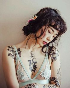 Trendy Flowers Black And White Tattoo Bad Tattoo, Tattoo Life, Piercing Tattoo, Tattoo Girls, Girl Leg Tattoos, Mini Tattoos, Body Art Tattoos, Tatoos, Henna Tattoos