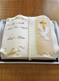 First Communion Cakes, First Holy Communion, Open Book Cakes, Bible Cake, Confirmation Cakes, Baptism Decorations, Mom Cake, Celebration Cakes, Eucharist