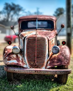 paintings of old cars and trucks * gemälde von alten autos und lastwagen paintings of old cars and trucks * American old cars. Porsche old cars. Woman old cars Best Classic Cars, Classic Trucks, Car Photography, Vintage Photography, Pompe A Essence, Old Pickup Trucks, Lifted Trucks, Rusty Cars, Abandoned Cars