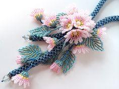 ピンクの小花お花畑ビーズネックレス
