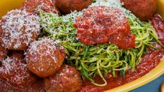 Makes 4 cups L) Ingredients 3 tbsp ml) extra virgin olive oil can ml) diced tomatoes can ml) tomato paste ½ grated onion 2 tbsp ml) chopped garlic 1 tsp ml) dried oregano 1 bay leaf tsp ml) salt tsp ml) pepper fresh grated … Pork Recipes, Pasta Recipes, Vegetarian Recipes, Recipies, Meals For Four, Main Meals, Easy Marinara Sauce, Clean Eating, Healthy Eating