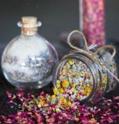 Breath in aromas & soothe the skin with your own bath tea blend